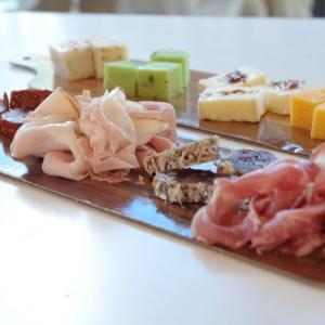 Tapasplankje met 4 luxe worst en ham huren Barendrecht en Rotterdam
